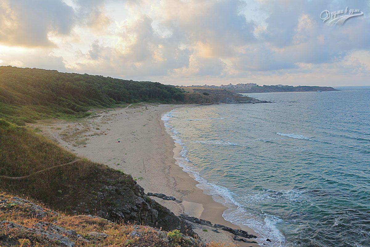 Плаж Липите - поглед от скалите в южния му край