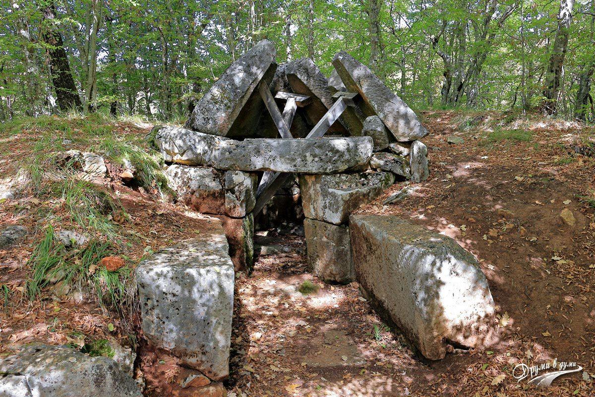Тракийска куполна гробница в местност Пропада