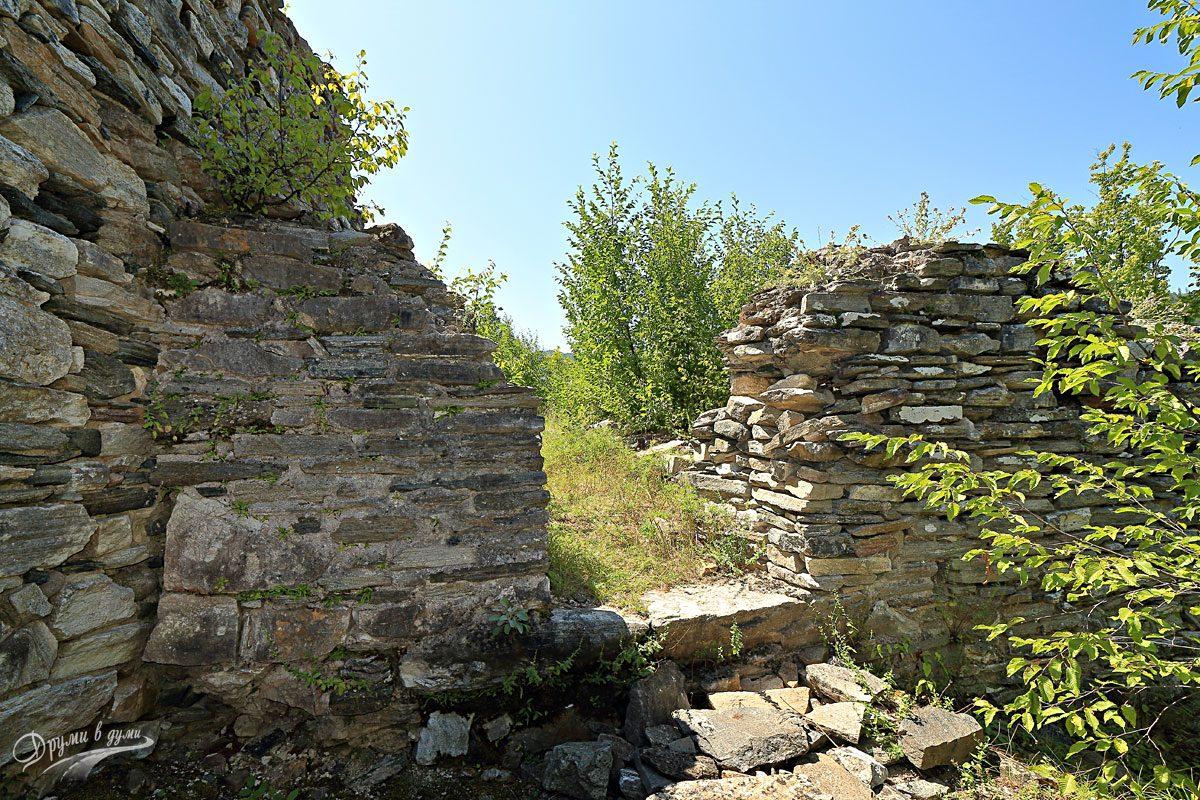 Крепост Кривус: една от портите