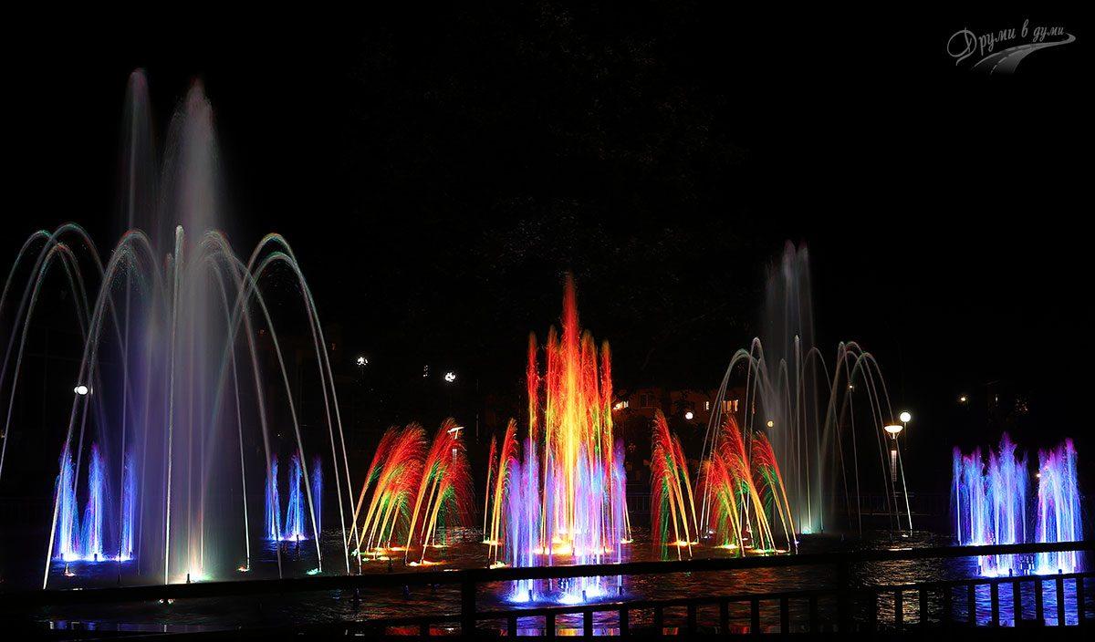 Пеещите и светещи фонтани