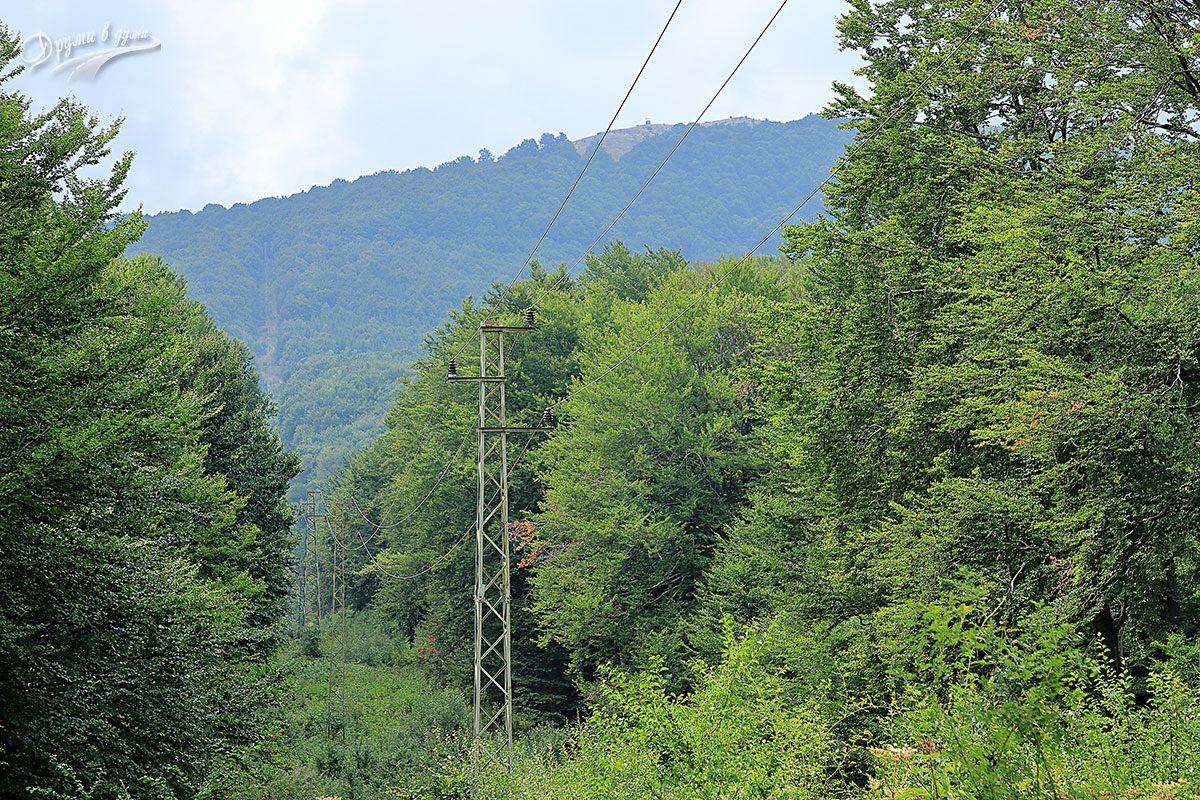 Поглед към връх Братия в началната част от маршрута