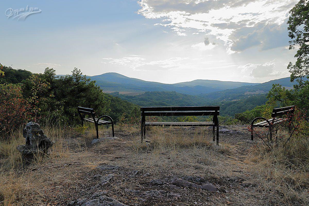 Оброк Света Петка и панорама над село Баня, панагюрско