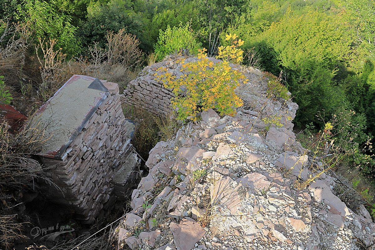Зидовете на Банско кале