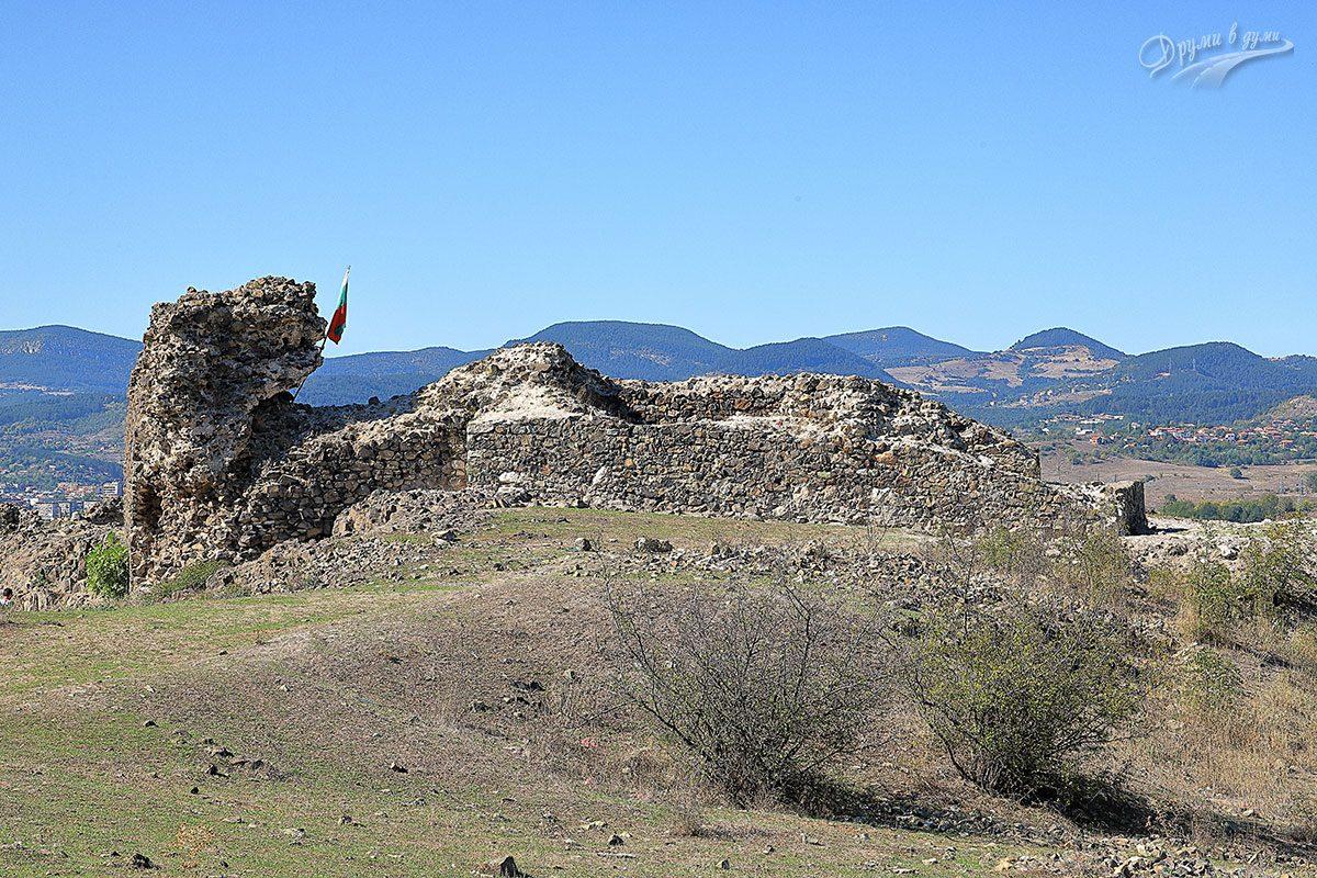 Пред крепостта