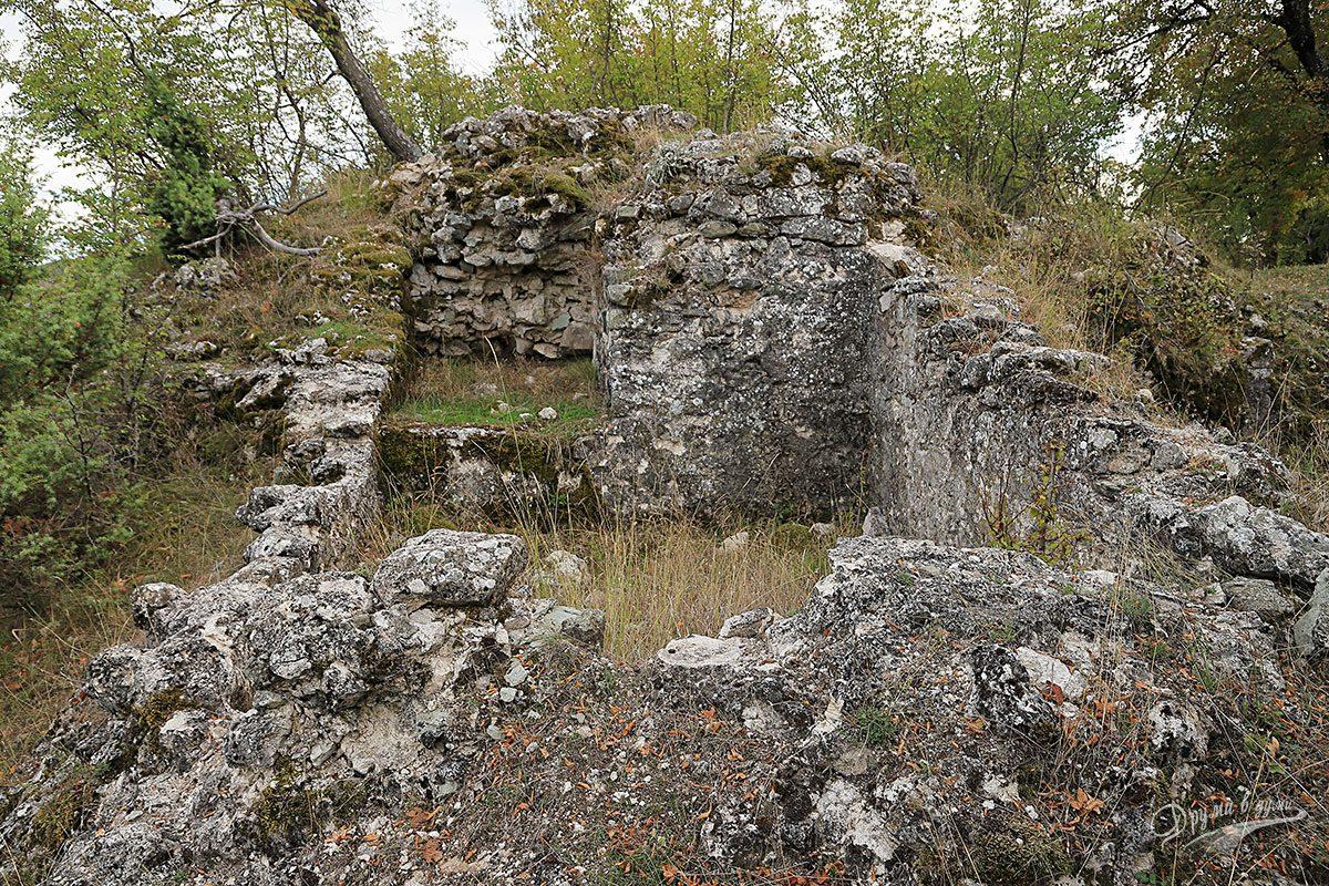 Крепост Патмос - първите по-масивни зидове